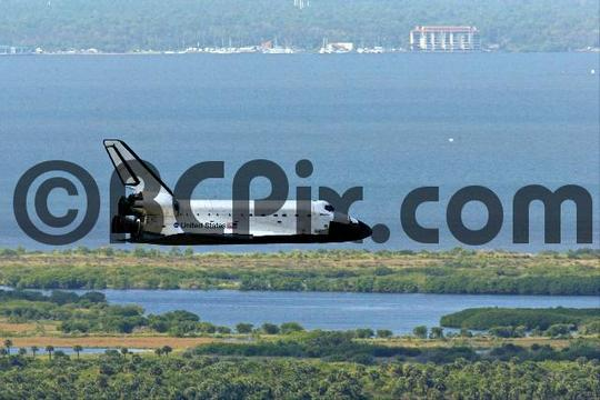 Product picture Space Shuttle final approach to Kennedy Space Center , 2002