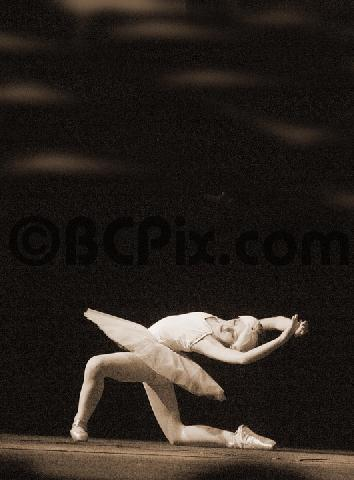 Product picture A young ballerina performs