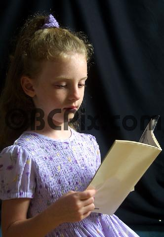 Product picture Little Girl reading