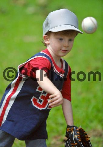 Product picture Little boy throwing baseball